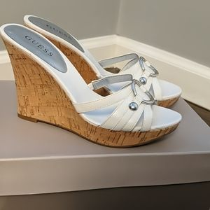 NWOT Guess Stokely sandal